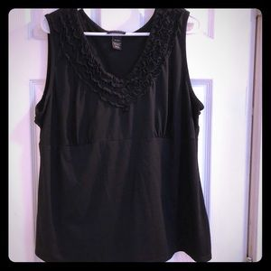 Ruffled V-neck tank top. GUC size 18/20